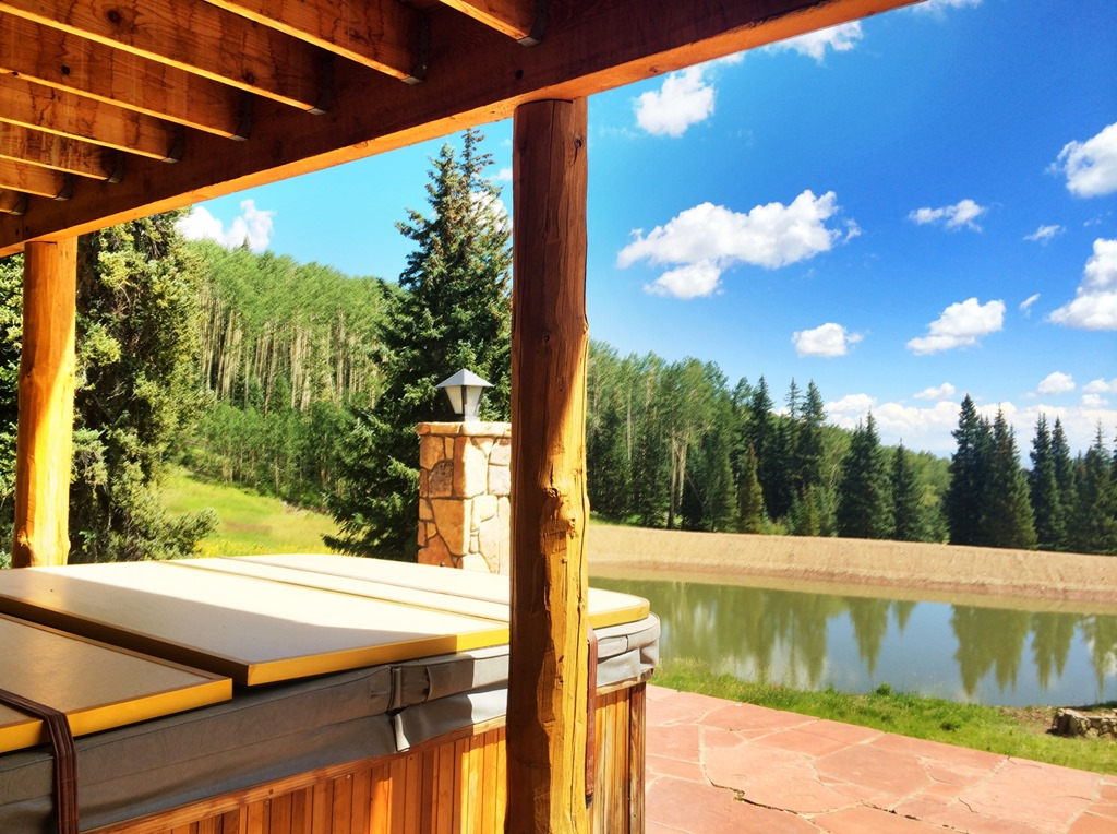 Little Willow Ranch Lake Hot Tub & Lake