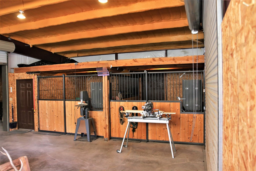 Los Creek Ranch - Insulated Horse Stalls