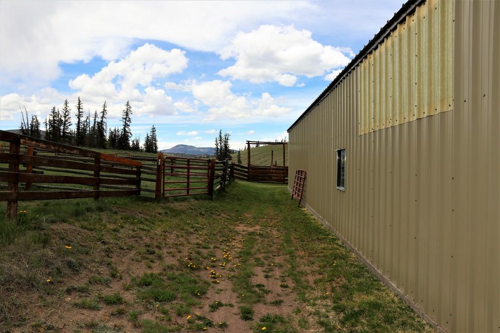 Los Creek Ranch - Shop