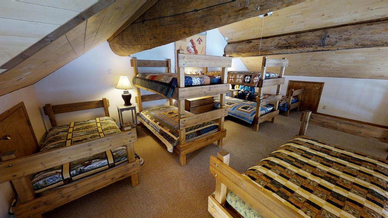 Lake-Fork-River-Ranch-Main-Lodge-Bunk Bedroom