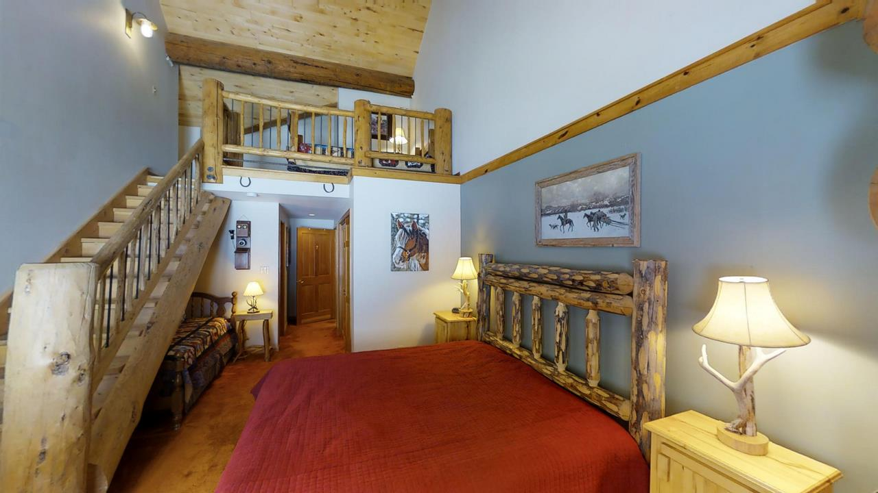 Lake-Fork-River-Ranch-Main-Lodge-Bed 2
