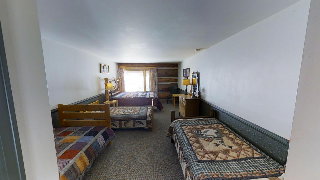 Lake-Fork-River-Ranch-Main-Lodge-Bed 3