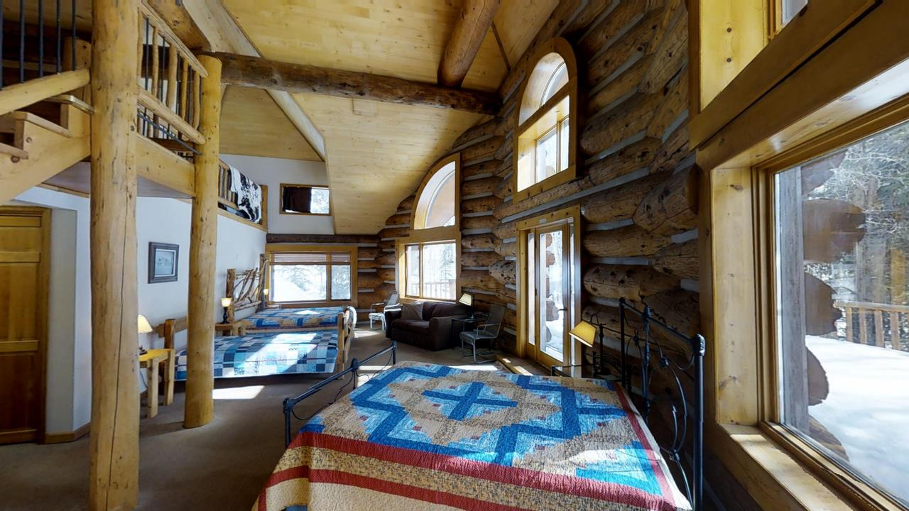 Lake-Fork-River-Ranch-Main-Lodge-Beds