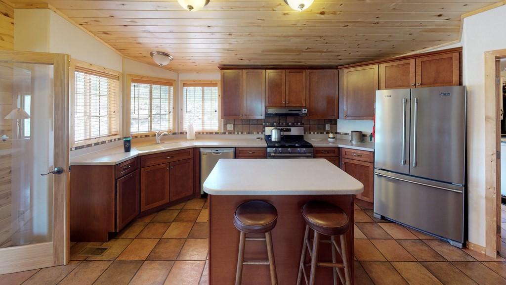 Los Creek Ranch - Kitchen
