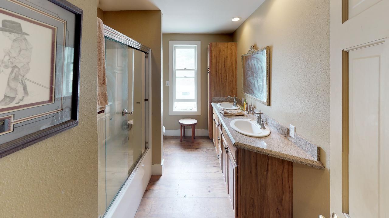 Powderhorn-Creek-Ranch-Bathroom