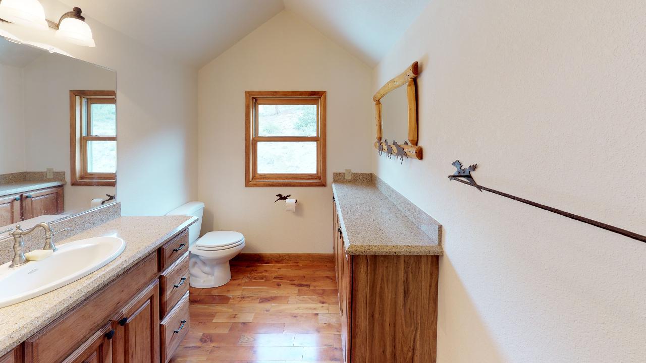 Powderhorn-Creek-Ranch-Guest-Quarters-Bathroom