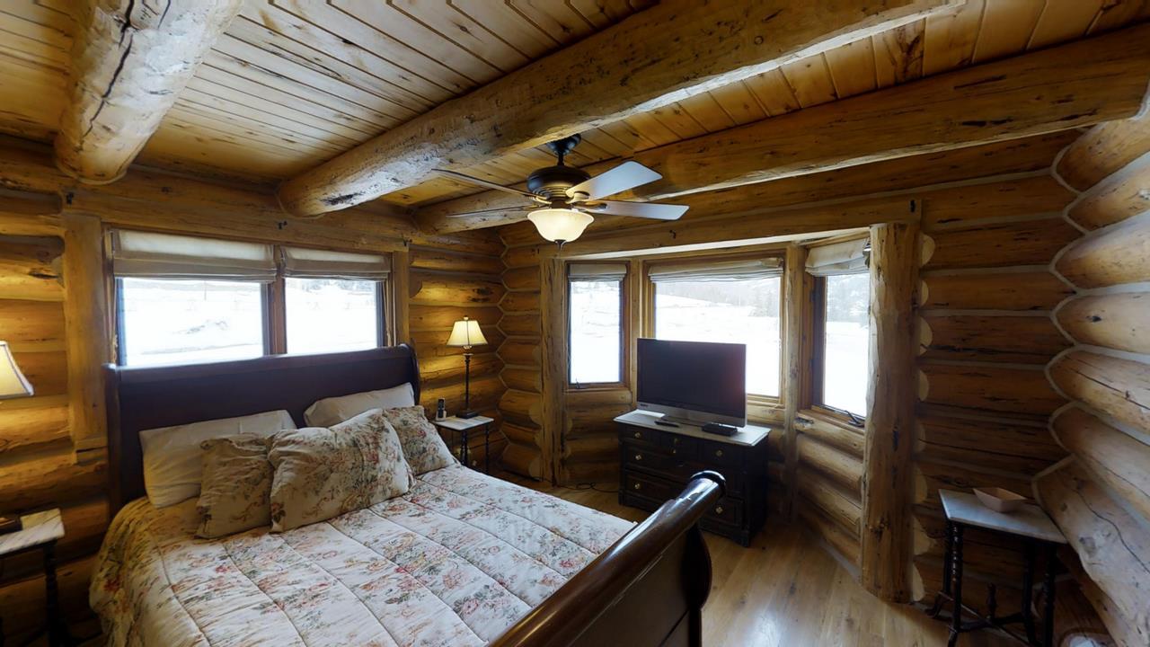 Red-Cloud-Ranch-Overlook-Cabin-1 - Bedroom