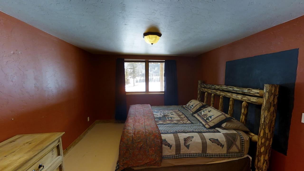 Red Cloud Ranch Overlook Cabin 1 - Bedroom