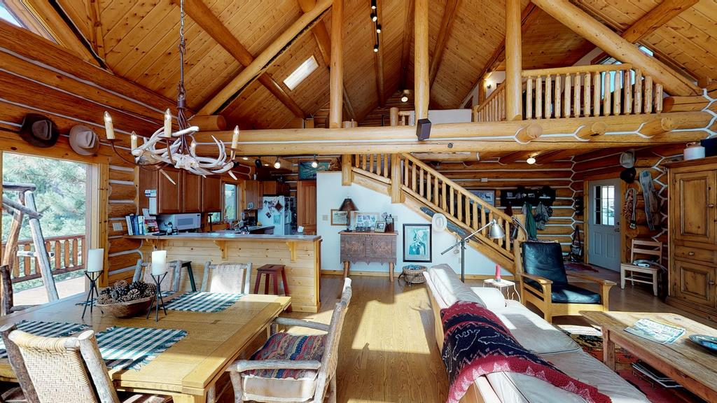 Serenity in the Lake Fork Hunt & Fish Club - Livingroom, Dining & Kitchen