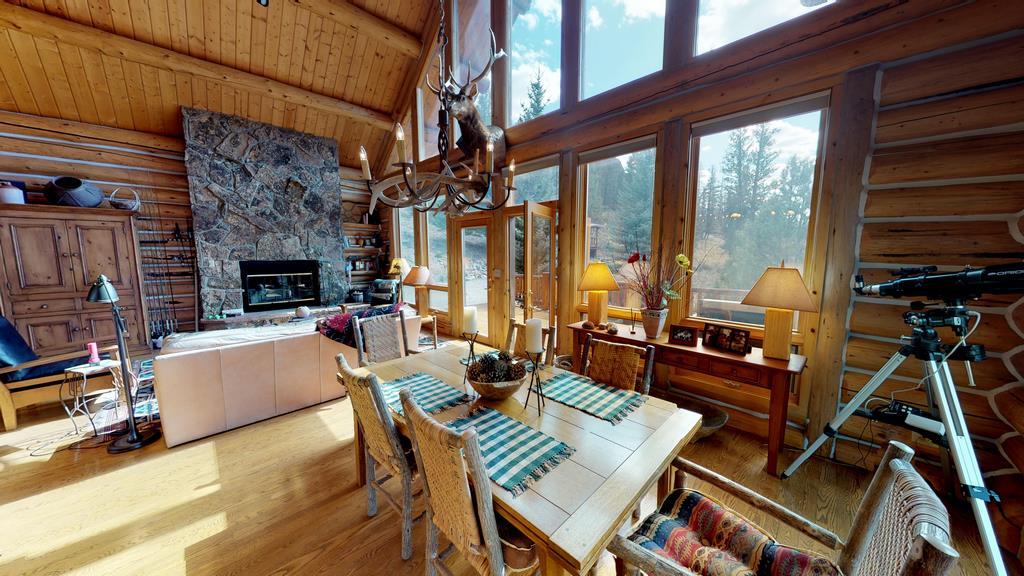 Serenity in the Lake Fork Hunt & Fish Club - Livingroom & Dining