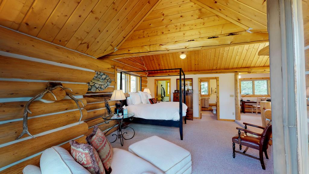 Serenity in the Lake Fork Hunt & Fish Club - Upstairs Bedroom