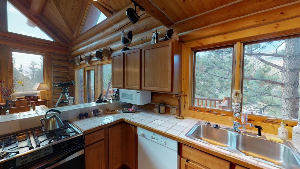Serenity in the Lake Fork Hunt & Fish Club - Kitchen