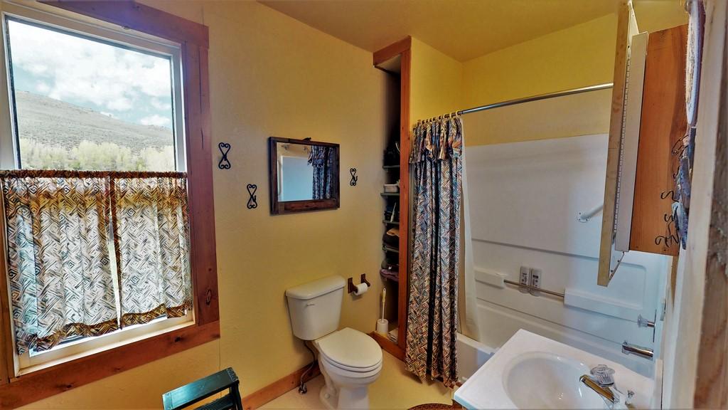 Circle J Ranch Bathroom 2