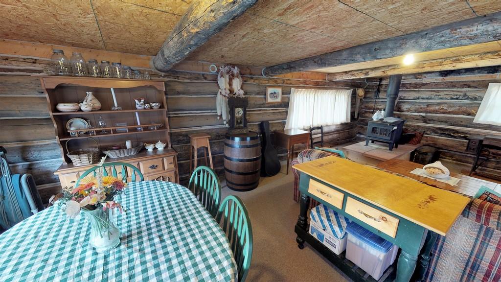 Los Creek Ranch - Guest House Interior