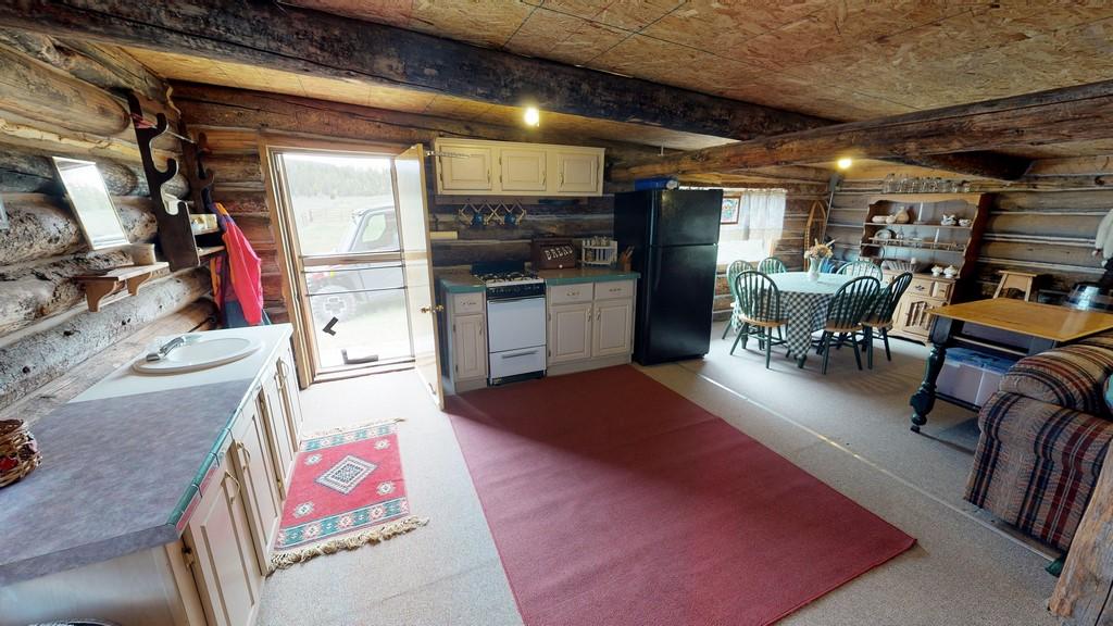 Los Creek Ranch - Guest/Bunkhouse Interior