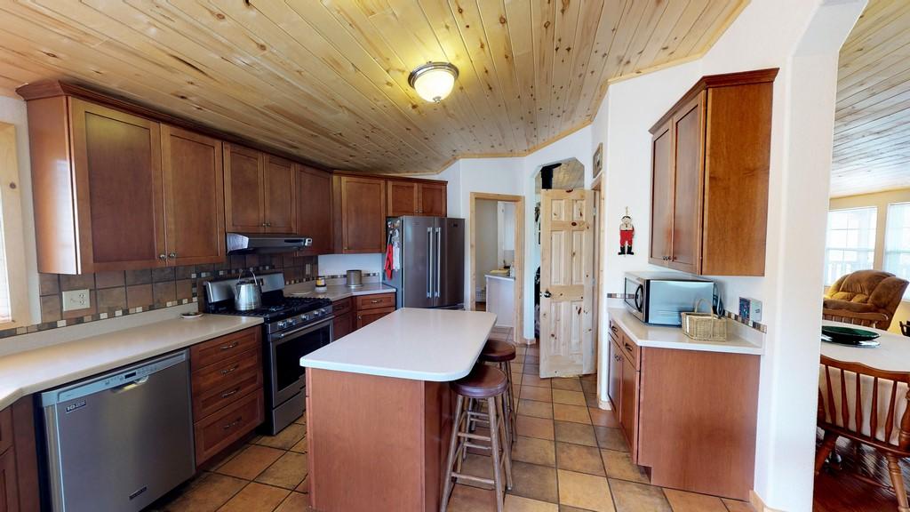 Los Creek Ranch - Kitchen(2)