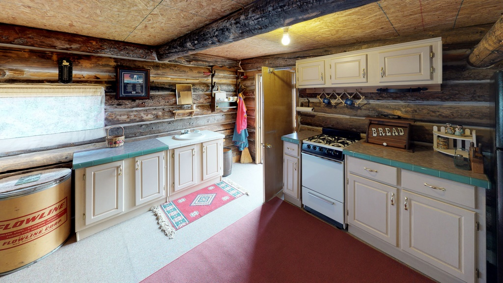 Los Creek Ranch - Guest/Bunkhouse Interior Kitchen